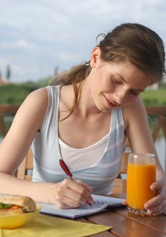 The Writing Assignment That Helps You Eat Better