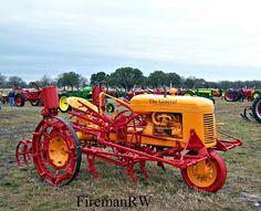Duluth tractor Antique Tractors, Vintage Tractors, Old Tractors, Vintage Farm, Minneapolis Moline, Classic Tractor, Farm Tools, Old Farm, Parcs