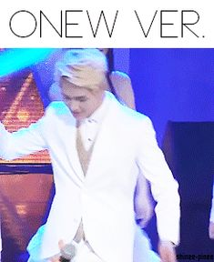 Onew trolling Jonghyun (gif) I think the best part is Jonghyun's reaction and Onew's grin!