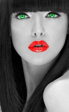 Beautiful colorful pictures and Gifs: Fotos Bonitas Color Splash, Color Pop, Splash Photography, Color Photography, Black And White Colour, Black And White Pictures, Foto Fashion, Beautiful Lips, Beautiful Women