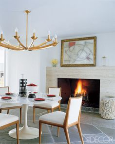 Bruce Glickman and Wilson Henley, of the New York gallery Duane, suspended a retro chandelier salvaged from a Palm Beach restaurant over the Saarinen table in their dining room. The chairs are vintage Robsjohn-Gibbings. Saarinen Tisch, Saarinen Table, Warm Dining Room, Dining Rooms, Dining Chairs, Dining Area, Art Deco, Dining Room Inspiration, Design Inspiration