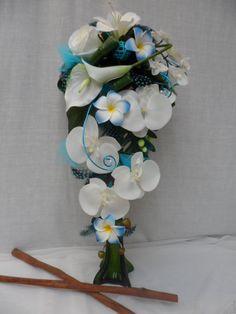 Bouquet de mari e cascade et la boutonni re arum blanc turquoise ref bouquet c008 autres - Bouquet mariee bleu ...