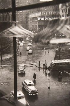 Black and White - Photography - Louis Faurer - Union Square, New York City - 1950 Old Pictures, Old Photos, Vintage Photographs, Vintage Photos, Louis Faurer, Street Photography, Art Photography, Photography Exhibition, A New York Minute