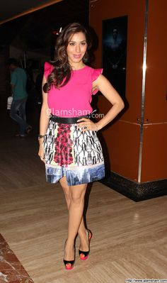 Sophie Choudry In Short Frock at Bollywood Beauties In Hot Short Frocks picture gallery picture # 5 : glamsham.com