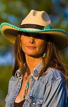 ❤ Cowgirls - A Cowboy hat and lipstick, by design Sexy Cowgirl, Gypsy Cowgirl, Cowgirl Chic, Cowgirl Hats, Western Chic, Western Hats, Cowgirl Style, Western Outfits, Western Wear