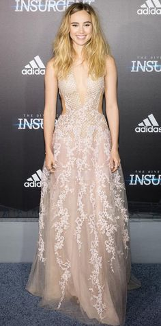 Suki Waterhouse was nothing short of angelic at the New York premiere of Insurgent, sweeping the red carpet in a blush cut-out plunging Reem Acra creation embroidered with exquisite beadwork.