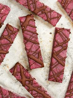 Chocolate Raspberry Energy Bars: the perfect healthy afternoon or post-workout snack. These chocolate raspberry energy bars are the perfect healthy snack – handy, nutritious, satisfying and utterly delicious. They are super easy and quick to make, requiring only 7 ingredients and 10 minutes. Gluten free recipe. Dairy free recipe. Vegan snacks. Paleo snacks. Easy vegan recipes. #recipe #glutenfree #vegan #paleo #healthy