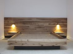Cama y cabezal elaborados en madera maciza de Nogal. Cajones con sistema clásico de guía.
