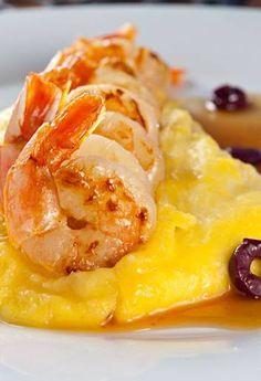 Camarões com laranja e purê defumado de batata baroa: receita do prestigiado Bar D'Hôtel, no Leblon Foto: Rodrigo Azevedo/Divulgação