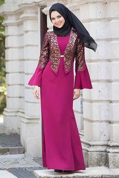 The perfect addition to any Muslimah outfit, shop Muslim fashion Tesettürlü Abiye Elbise - Dark Purple Hijab Evening Dress Find more Dresses at Tesetturisland! Hijab Evening Dress, Grey Evening Dresses, Hijab Dress, Modest Dresses, Modest Outfits, Nice Dresses, Islamic Fashion, Muslim Fashion, Abaya Fashion