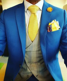 #gents #instafashion #instadaily #dappermen #dapper #menstyle #menwithstyle #mensfashion #fashion #bespoke #suit #doublebreasted #gilet #pocketsquare #knitted #tie #lapelflower #lapelpin #yellow #blue #grey #luxembourg #blogger_lu