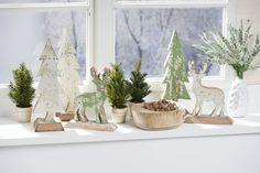 Mon Decor Stimmungsbild Weihnachten. Grün. Fensterbank. Hirsch. Tannenbaum. Green. Christmas. Deer. Christmas tree.