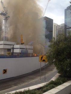 RT @MenAtWork Comms: Massive fire at the #barangaroo casino construction site #sydneynews pic.twitter.com/S9bGM2O7yD