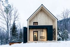 Located inside the Municipality of Petite-Riviere-St-Francois and near the ski center Le Massif, Villa Boreale is the ideal getaway in eastern Quebec. The exterior mimics its surroundings by exposing the natural grain of Eastern white cedar, while the black metal...