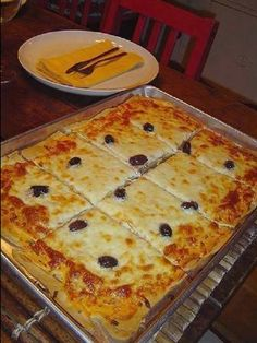 Ingredients: 1 cup (s) of milk 1 unit (s) of egg 1 teaspoon (s) of salt 1 teaspoon (s) of sugar 1 Pizza Recipes, Cooking Recipes, Good Food, Yummy Food, Pizza Hut, Italian Recipes, Food And Drink, Favorite Recipes, Snacks