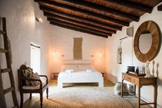 Small-scale and charming agroturismo hotel Ibiza. Can Sastre is a rural hotel on the beautiful Ibiza that is provided with all modern conveniences. Ibiza Style Interior, Style Ibiza, Wabi Sabi, Ibiza Hotel, Boutique Hotel Room, Cozy Bar, Hotel Room Design, Awesome Bedrooms, Living Room Lighting