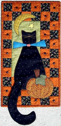 """I always wanted a decorative Halloween quilt. Love this black cat quilt called, """"Meow at the Moon. Halloween Quilts, Halloween Sewing, Halloween Projects, Halloween Cat, Patch Quilt, Applique Quilts, Quilt Baby, Crazy Quilting, Mini Quilts"""