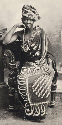 SWAHILI FASHIONS IN ZANZIBAR CIRCA EARLY 1900'S - Swahiliwomen