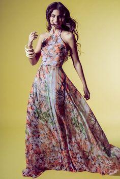Vestido largo estampado de flores cuello halter y escote espalda daluna invitadas boda