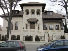 casa in stil neoromanesc My Town, Bucharest, Byzantine, Modern House Design, Art And Architecture, Exterior, Traditional, Mansions, House Styles