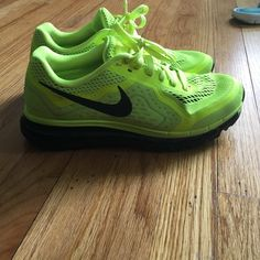Nike AIRMAX Worn once neon yellow mesh Nike AIRMAX ‼️⬇️ PRICE DROP Nike Shoes Athletic Shoes