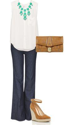 Calca jeans com blusa branca é um clássico, que pede um acessório para dar aquela personalizada. As mais conservadoras podem ir de pérolas, as modernistas podem ousar com colares misturados de correntes variadas... O que interessa é que fique com a sua cara!