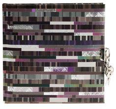 Tagebuch Factum in Buchbindung Einband: Naturpapier mit Silberprägung und Relief / 96 weiße Seiten mit Pergamin / Größe: 16,5 x 16,5 cm