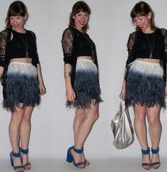 Look do dia: como usar saia de plumas com crop top, blusa de renda e sandália Schutz. Look para o brunch de lançamento da Santa Lolla - blog de moda