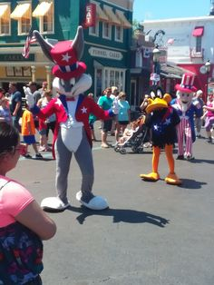 Bugs Bunny, Daffy Duck & Uncle Sam at Six Flags Great America during Fest Six Flags America, Great America, Daffy Duck, Samar, My Buddy, Bugs Bunny, Cool Costumes, Ronald Mcdonald, Vacations