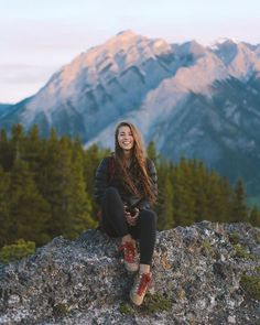 Hiking Photography, Adventure Photography, Girl Photography, Outdoor Photography, How To Make Coffee, Making Coffee, Camping Outfits, Hiking Outfits, Poses For Pictures