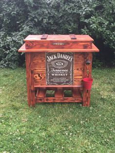 DIY wooden cooler Jack Daniels (check us out!)