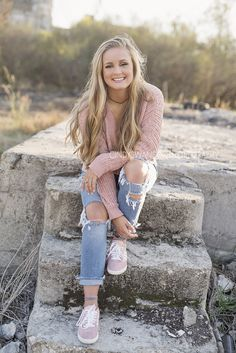 natural pose for a senior girl   editorial senior portrait photography   Cindy Swanson Photography