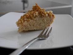 Ciasto z kaszy jaglanej z jabłkami » healthy plan by ann 400 g kaszy (surowej) 1/2 szklanki mąki kukurydzianej 3 nieduże jabłka 2 łyżeczki ksykitolu (sądzę, że można spróbować z miodem) 1 łyżeczka masła klarowanego 1 łyżeczka cynamonu Kaszę przepłukałam wrzątkiem i ugotowałam na małym ogniu. Odstawiłam, by spęczniała i wystygła. Przełożyłam do miski. Wszystko zmiksowałam.Jabłka obrałam i pokroiłam w talarki. Piekłam godzinę w 180 st C, ciasto zostawiłam w wyłączonym piecyku do wystygnięcia.