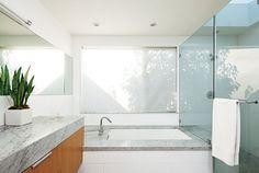 salle de bain grise et blanc plan-de-travail-marbre