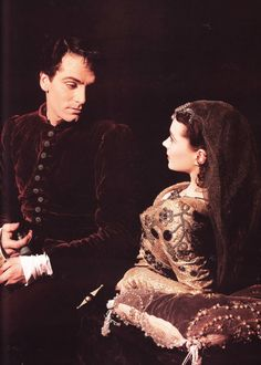 Laurence Olivier and Vivien Leigh in their ill-fated theatre production of Romeo and Juliet, Old Hollywood Glamour, Golden Age Of Hollywood, Vintage Hollywood, Hollywood Stars, Classic Hollywood, Hollywood Couples, Vivien Leigh, British Actresses, Actors & Actresses