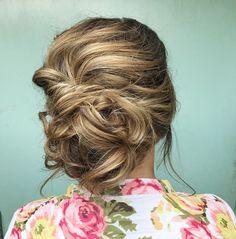 Messy updo wedding hairstyles,messy bridal hairstyles,textured wedding hairstyles,chignon ,bridal updo hairstyles ,wedding hairstyle #weddinghairstyles