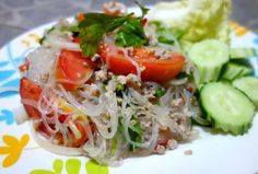 Yum woon sen - Glass noodle salad with minced pork - authentic Thai recipe from a street restaurant in Thailand (source: my personnal food and travel blog / vlog with recipes, authentic video recipes, street food, food and travel documentary, travel info and more. Welcome! :) )