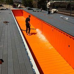 Una buena opción para construir una piscina en vuestra casa puede ser utilizar los contenedores marinos. Los containers son impermeables, t...