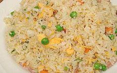Nasi biak is een eenvoudige lichte nasi goreng zonder ketjap. De smaak van de ham geeft de nasi de speciale smaak. Heerlijk met kroepoek,... Nasi Goreng, Asian Recipes, Healthy Recipes, Ethnic Recipes, Healthy Foods, Chow Mein, Fried Rice, Easy Meals, Good Food