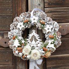 Hydrangea / Vianočný veniec na dvere so stromčekom Christmas Wreaths, Holiday Decor, Home Decor, Decoration Home, Room Decor, Home Interior Design, Home Decoration, Interior Design