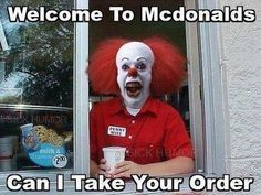 Pennywise ……Ok, so I would freak out! I hate Clowns! Pennywise …… Ok, also würde ich ausflippen! Le Clown, Creepy Clown, Mcdonalds Funny, Funny Jokes, Hilarious, Funny Food, Funniest Memes, It's Funny, Funny Texts
