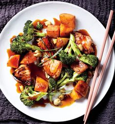 Kung Pao Salmon With Sweet Potato and Broccoli - SO flavorful and healthy!