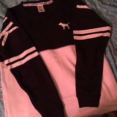 want a bunch of these in different colors. Looks so comfy. Love oversized sweatshirts