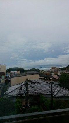 今朝のお天気 期待できそうな空雲 大雨土砂災害の警報は継続中ですが午後からは曇りの予報になってます(_;) 今日も日頑張ろう  #熊本県#山都町 #矢部広域病院 tags[熊本県]