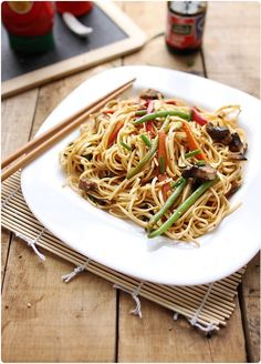 J'adore ce genre de plat avec des nouilles chinoises, des légumes encore croquants, une petite sauce exotique. Je m'en régale ! J'y ai mis des haricots ver