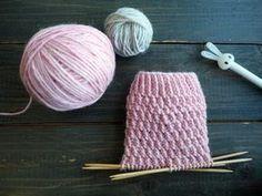 Jyvää muistuttava joustinneule sukan varteen Knitting Charts, Loom Knitting, Knitting Stitches, Knitting Socks, Baby Knitting, Knitting Patterns, Yarn Crafts, Sewing Crafts, Yarn Wig