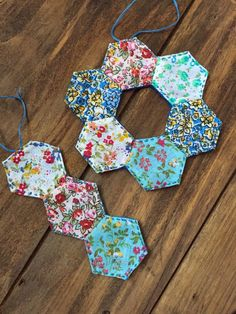 Handcrafted Vintage 12 Crafts of Christmas Hexagon Ornaments Homemade Christmas Gifts, Handmade Christmas, Christmas Crafts, Christmas Goodies, Christmas Ideas, Merry Christmas, Christmas Fabric Crafts, Quilted Christmas Ornaments, English Paper Piecing