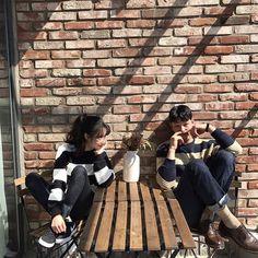 // ulzzang couple shared by nad. Mode Ulzzang, Ulzzang Girl, Couple Avatar, Couple Ulzzang, Couple Shots, Asian Love, Pre Wedding Photoshoot, Korean Couple Photoshoot, Fashion Couple