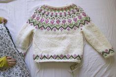 "Ravelry: ""Rósa"" Lopapeysa (Icelandic lopi wool Fair Isle sweater) pattern by Sarah Dearne Baby Sweater Patterns, Baby Cardigan Knitting Pattern, Fair Isle Knitting Patterns, Knit Patterns, Girls Sweaters, Baby Sweaters, Knitting For Kids, Free Knitting, Icelandic Sweaters"