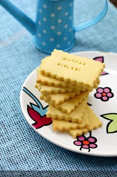 Brioscaí Sable - Essential International Milis Recipes In Irish Mini Desserts, Delicious Desserts, Biscuits, Great Recipes, Favorite Recipes, Good Food, Yummy Food, Buttery Cookies, Tea Time Snacks